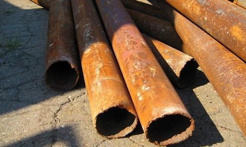 Ржавые металлические трубы