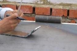 Рисунок 3. Усиление шарниров производиться пластиной из стали